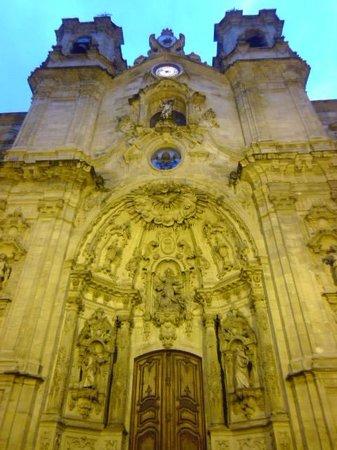 Iglesia de Santa Maria del Coro : facade