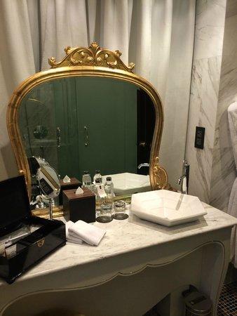 Hotel de l'Opera Hanoi - MGallery by Sofitel: Miroir