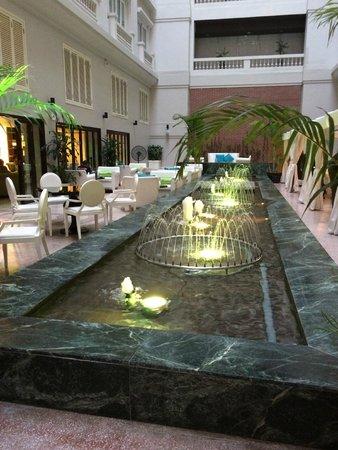 Hotel de l'Opera Hanoi: Atrium