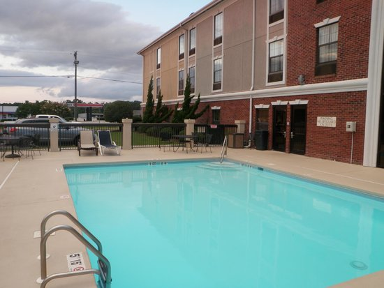 Holiday Inn Express Morehead City: pool