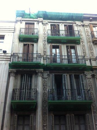 Grupotel Gravina: Vista dal balconcino, vicolo silenzioso