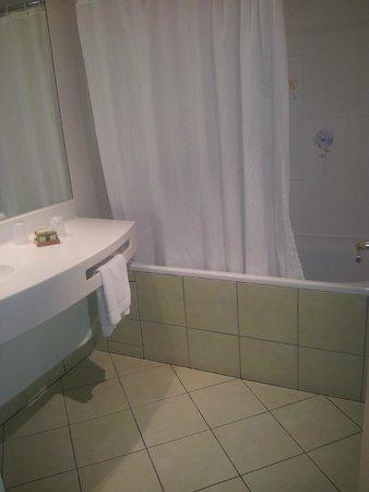 Logis Le Pariou - Restaurant Le Jardin : Salle de bains