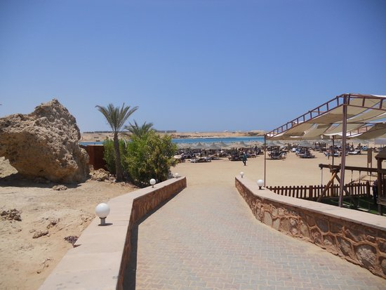 Aurora Bay Resort: Weg zum Strand