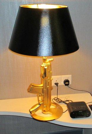 Hotel Maison Boutique: lampe de chevet
