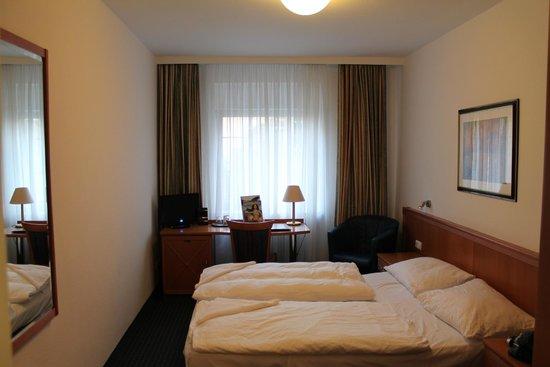 Centro Hotel Royal : Habitación