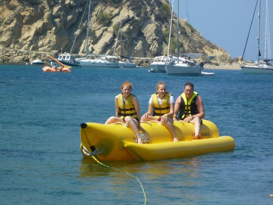 San Miguel Park & Esmeralda Mar Apartments : banana boat at the beach