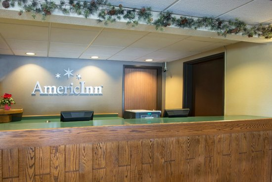 AmericInn Minocqua: front desk