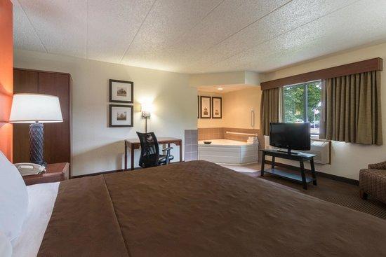 AmericInn Minocqua: guest room