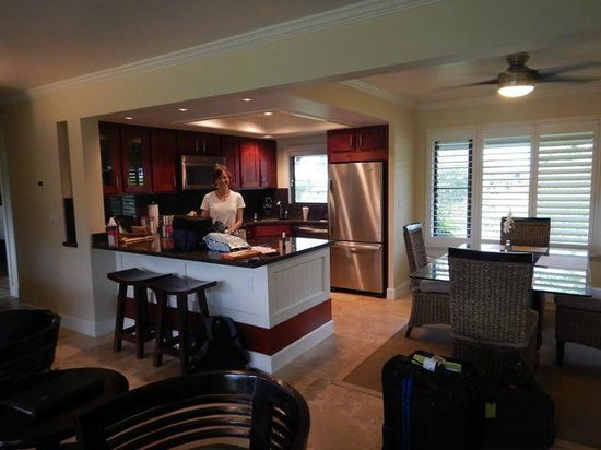 Ali'i Kai Resort: Well equipped kitchen