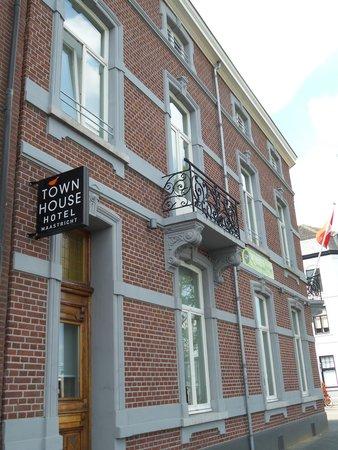 Townhouse Hotel Maastricht : Zijkant aan station
