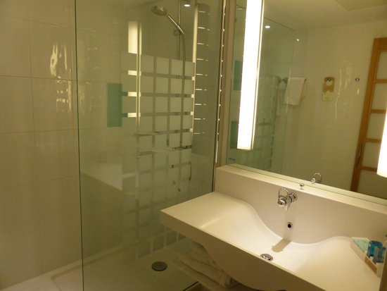 Novotel Leeds Centre: bathroom