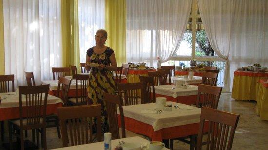 Hotel Stresa: Зал столовой