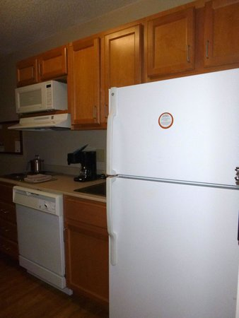 Candlewood Suites Harrisonburg: kitchen area