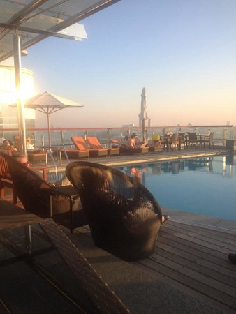 Hilton Dubai Creek: Rooftop Pool & Bar