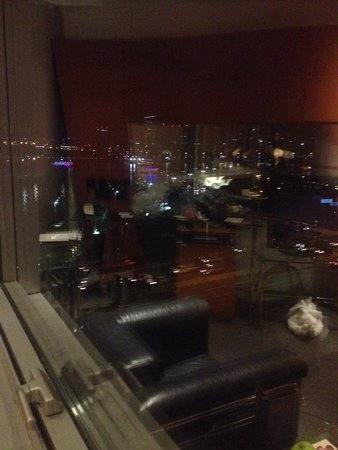 Hilton Dubai Creek: View from the hotel room showing the creek and big city lights