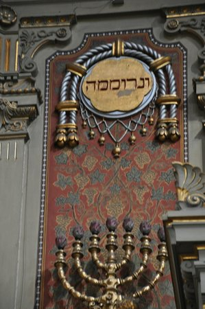 Museo Ebraico di Roma : Hebrew  writing on wall of sanctuary