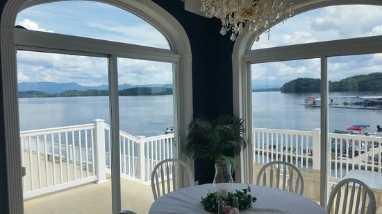 Mountain Harbor Inn Resort On the Lake: View from the dining room