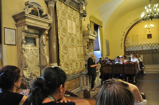 Museo Ebraico di Roma : Inside Spanish Synagogue during tour