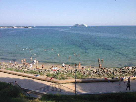Vigo Panorama Complex: пляж у отеля