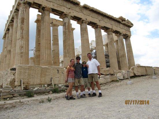 Athens Walking Tours : Family shot at the Parthenon