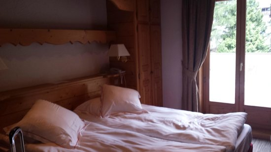 Hotel L'Oustalet: Cozy bedroom
