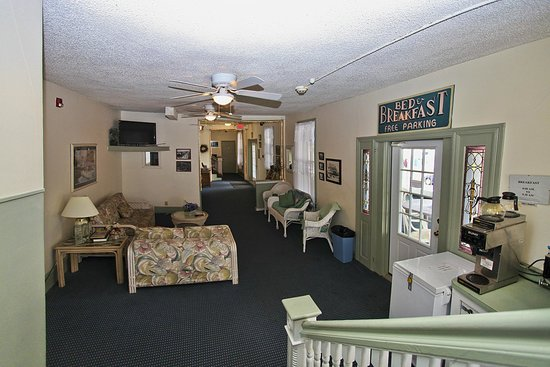 Blue Water Inn: BWI lobby