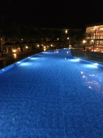 Blue Lagoon Resort: Pool lit at Night