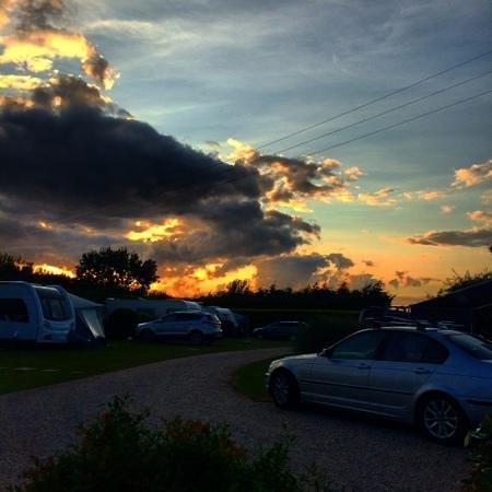 Ross Park Caravan Park : A beautiful sunset over Ross Park on our last night.