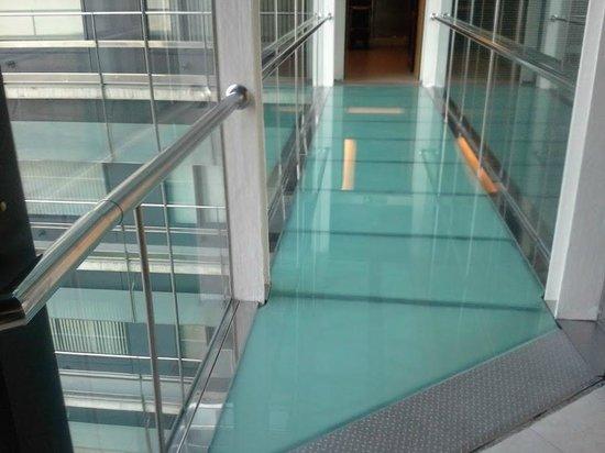 Barcelona Princess : Glassed corridor