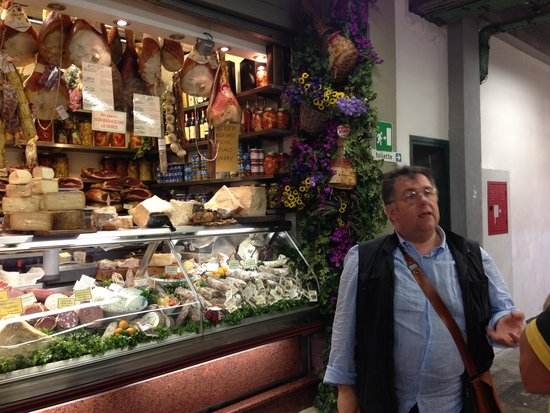 Good Tastes of Tuscany - Day Classes: Luciano at the Florence Market