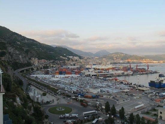 Lloyd's Baia Hotel: Vista del porto di Salerno dalla camera