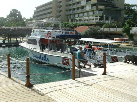 Sandals Ochi Beach Resort: Dive Boat