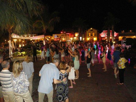 Ocean Blue & Sand: una noche de baile al aire libre