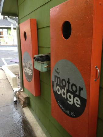 The Motor Lodge: Free Cornhole!