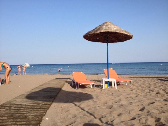 Pegasos Beach Hotel: Strand