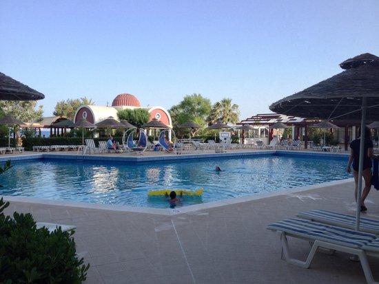 Pegasos Beach Hotel: Pool