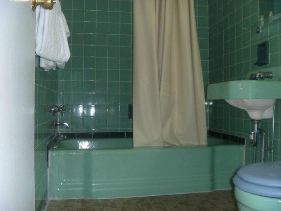 Motel 22: Bathroom