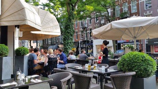 Museum Suites : Sardena restaurant in the neighborhood