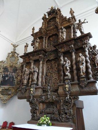 Holmens Kirke : Altaarstuk van houtsnijwerk