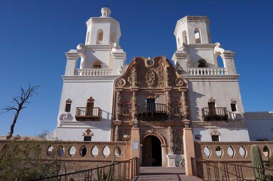 Mission San Xavier del Bac : beautiful building