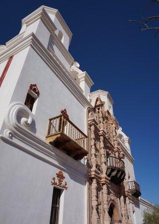 Mission San Xavier del Bac : side view