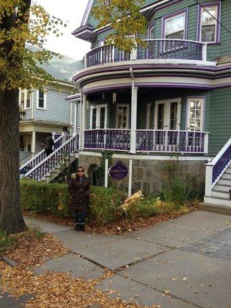Coolidge Corner Guest House: Bed & Bagel