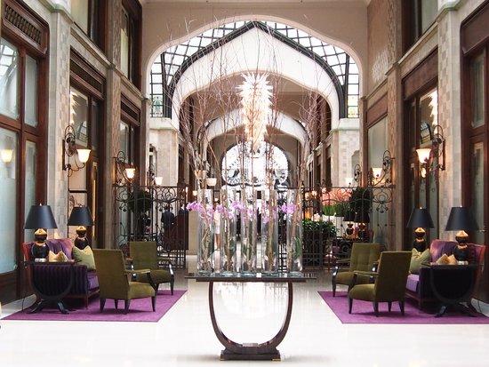 Four Seasons Hotel Gresham Palace: Lobby area