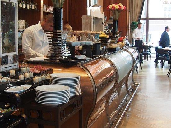 Four Seasons Hotel Gresham Palace: Breakfast is ready:)