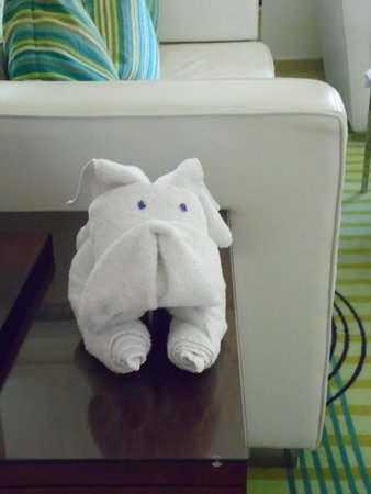 Hilton Dubai The Walk: Towel art