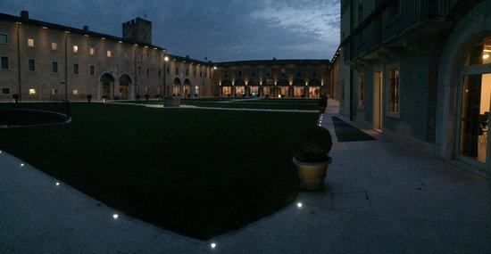 Hotel Veronesi La Torre: corte interna