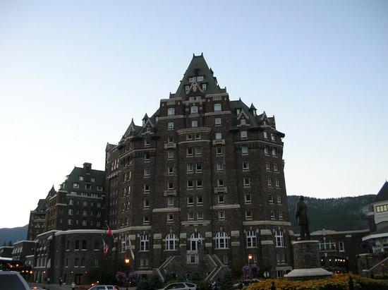 Fairmont Banff Springs : Side view of the Banff Hotel