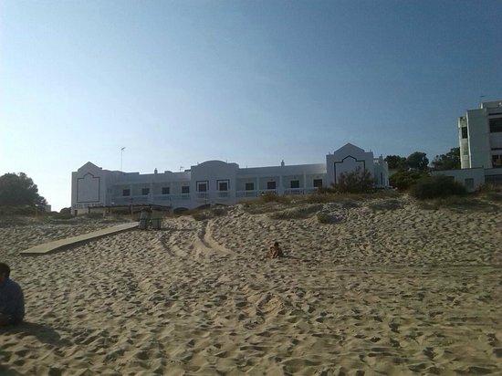 Sol y Mar Hotel: Vista del hotel desde la playa