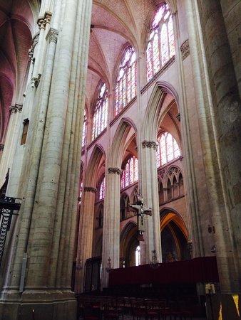 Cathédrale de Saint-Julien de Mans : La photo ne reflète malheureusement pas la réalité ! Il faut le voir pour apprécier pleinement l
