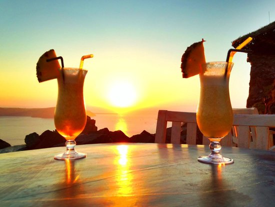 Honeymoon Petra Villas: Sunset drinks